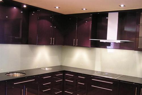 Thi công kính màu ốp tường bếp cao cấp tại quận từ liêm