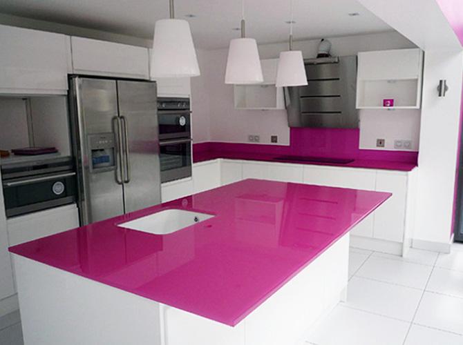 Kính màu ốp bếp mang không gian tới bếp nhà bạn