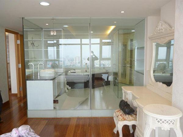 Vách kính cường lực phòng tắm an toàn chống nước