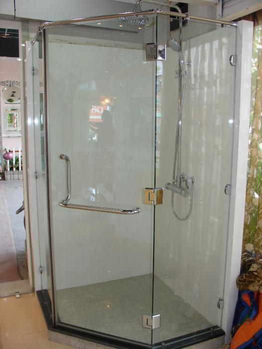 Vách kính nhà vệ sinh an toàn mà đảm bảo vệ sinh