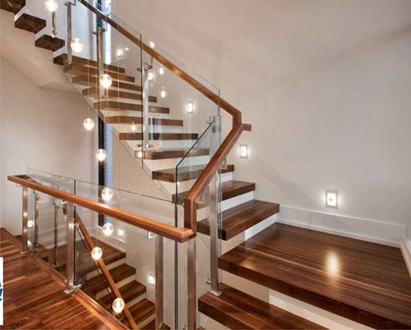 Cầu thang kính gỗ có phù hợp với ngôi nhà của bạn