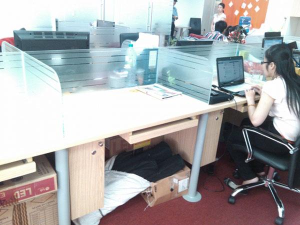 Thi công vách ngăn kính bàn làm việc tại hà nội - tphcm
