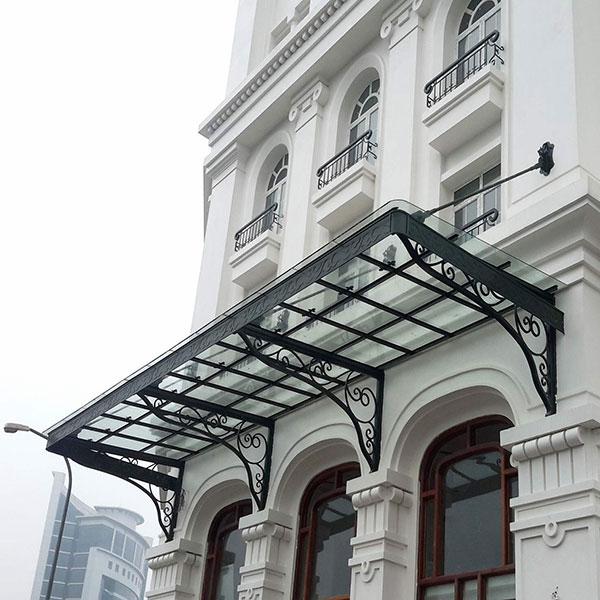 Mái hiên bằng kính có làm mất mỹ quan kiến trúc không ?