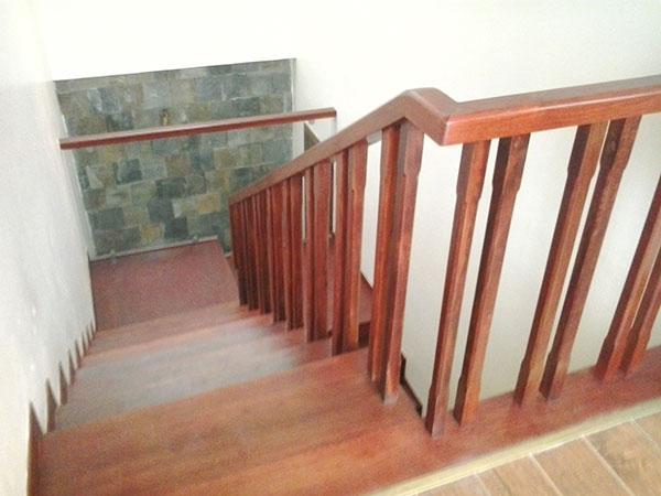 Các mẫu cầu thang gỗ kính đẹp nhất đã thi công xong