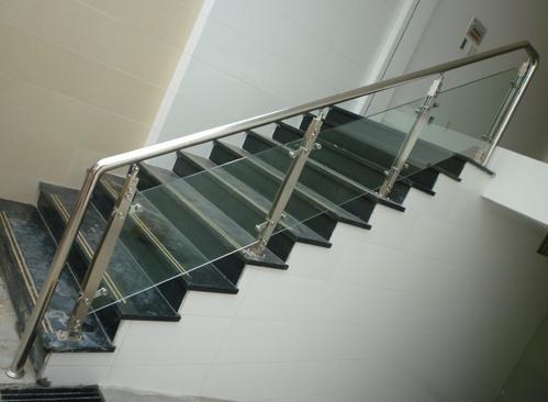 Cầu thang bằng kính cường lực có bao giờ hỏng không ?