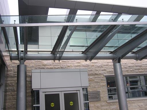 Mái kính sân thượng lấy sáng tự nhiên, làm đẹp căn nhà