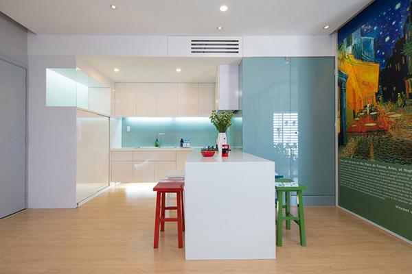 Mẹo hay bảo quản và sử dụng kính màu ốp bếp