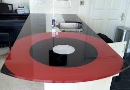 Kính ốp bàn bếp phòng khách kiểu dáng đẹp