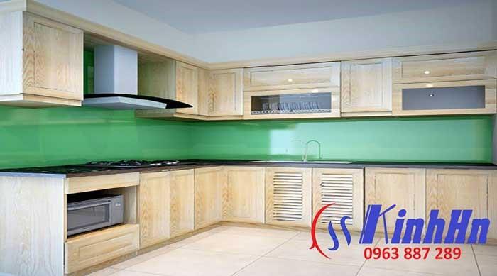 Kính sơn màu xanh kim sa ốp bếp